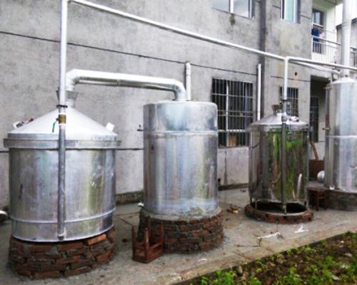 江西客户酿酒设备安装现场